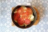 Шаг 6. На сыр выложить томаты. Запекать в духовке 20-25 минут при 180 С.