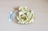 Шаг 3. Размять банан вилкой.