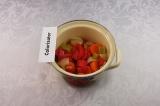 Шаг 3. Готовые овощи переложить в кастрюлю.