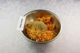 Шаг 7. Добавить к орехам все подготовленные продукты и пюрировать.