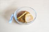Шаг 6. Обжарить оладьи с двух сторон. Подавать с овощами как готовое второе блюд