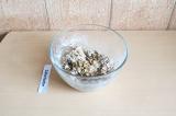 Шаг 6. Добавить в тесто орехи и какао-крупку, тщательно перемешать.
