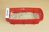 Шаг 8. Выложить рисовый крем на корж и отправить в холодильник до застывания.