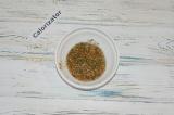 Шаг 4. Для маринада соединить мед, травы и горчицу.
