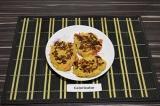 Готовое блюдо: котлеты из кабачков и томатов