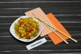 Готовое блюдо: рис с кукурузой