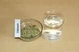 Шаг 1. Сделать конопляное молочко из ядер конопли и 250 миллилитров воды.