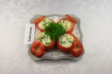 Готовое блюдо: томаты фаршированные сыром
