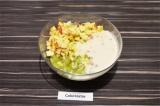 Шаг 3. В салатнике смешать фрукты, залить ряженкой и добавить сгущенное молоко.