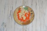 Шаг 1. Лук и морковь очистить и нарезать кубиками.