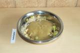 Шаг 6. Соединить сухие и жидкие ингредиенты вместе и тщательно перемешать.