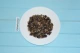 Шаг 3. Обжарить грибы с луком на растительном масле. Готовые грибы переложить