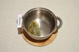 Шаг 4. Нагреть специи с маслом в течение двух минут. Специи должны раскрыться