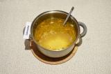 Шаг 7. Добавить два литра воды, картофель и пшено. Варить под закрытой крышкой