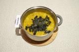 Шаг 8. Добавить в суп мелко нарезанные листья нори и варить еще пару минут.
