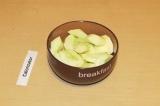 Шаг 1. Яблоки почистить и запечь духовке в течение 15 минут.