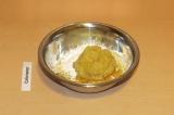 Шаг 5. Смешать пюре с сухими ингредиентами.