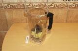Шаг 7. Взбить блендером рисовый крем, финики и кокосовое масло.
