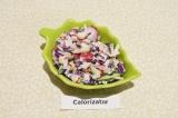 Готовое блюдо: салат из капусты с редисом