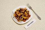 Готовое блюдо: салат с маринованным луком