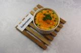 Готовое блюдо: морковная запеканка с горошком