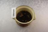 Шаг 5. Добавить молотый кофе, варить 2 минуты.
