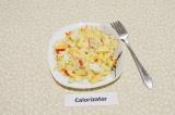 Готовое блюдо: салат с сельдереем и яблоком