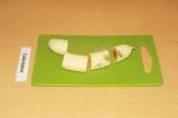 Шаг 3. Нарезать банан.