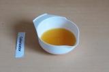 Шаг 4. Выжать сок из апельсина.