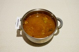 Шаг 7. Залить овощи и рис кипятком, варить до готовности картошки, примерно 15 м