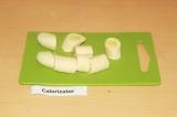 Шаг 1. Почистить и нарезать банан.
