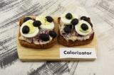 Готовое блюдо: тост с тунцом и творожным сыром