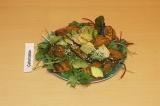 Готовое блюдо: салат с бататом и авокадо