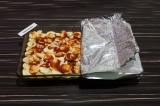Шаг 7. Укрыть сверху еще двумя слоями картофельных ломтиков и смазать томатной