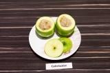 Шаг 6. Начинить яблоки, сверху накрыть верхушками.