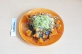 Готовое блюдо: салат с печеным бататом