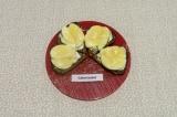 Готовое блюдо: бутерброды с яблоком и сыром