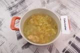 Шаг 7. Овощи с рыбой добавить в суп, варить 5 минут.