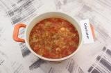 Шаг 8. В суп добавить протертые томаты и приправы, варить еще 5 минут.
