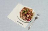 Готовое блюдо: салат с соевым мясом и овощами