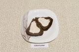 Шаг 4. Ломтики хлеба намазать тонким слоем йогурта со специями.