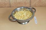 Шаг 2. Промыть горох и поставить вариться на 40 минут.