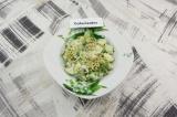 Готовое блюдо: кабачки с зеленым горошком