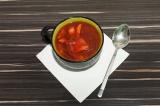 Готовое блюдо: свекольный суп с кислой капустой