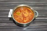 Шаг 7. Залить овощи кипятком. Варить до готовности свеклы, примерно 20-25 минут.