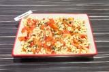 Шаг 5. Выложить макароны с овощами в форму для выпечки. Запекать при температуре
