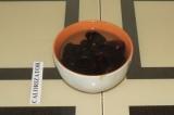 Шаг 1. Залить финики водой на 15 минут.