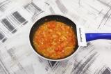 Шаг 4. Овощи тушить на растительном масле, на небольшом огне, 15 минут.