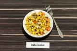 Готовое блюдо: теплый нутовый салат с арахисом