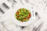 Готовое блюдо: салат с авокадо и яблоком